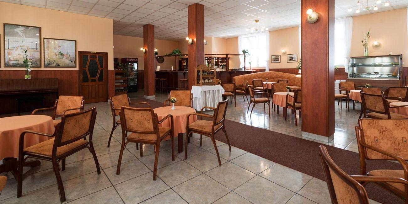Cafe Franz Jozef - Отель Пpo Пaтpия / Hotel Pro Patria