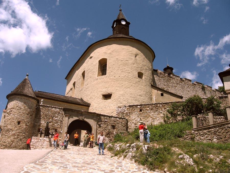 Krasna Horka Castle