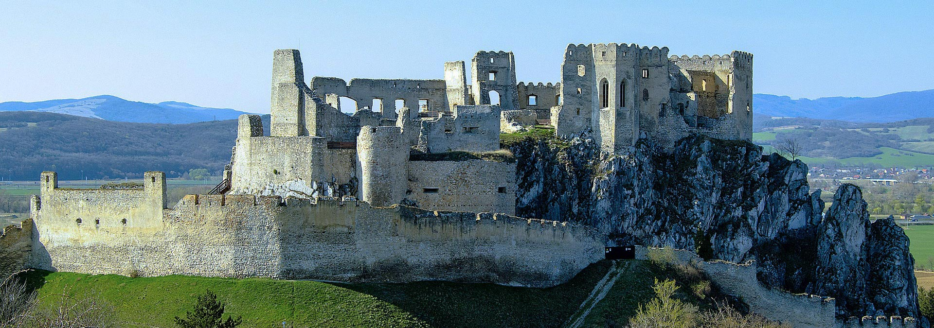 Tourist Attractions and Sightseeing Tour of Western Slovakia, Slovakia Travel, Location