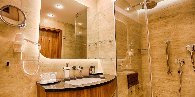 Premium bathroom - Esplanade Ensana Health Spa Hotel
