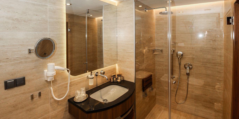 Premium suite bathroom - Esplanade Ensana Health Spa Hotel