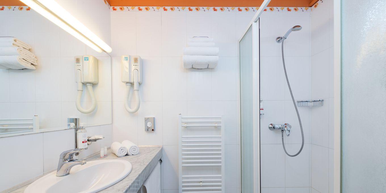 Standard bathroom - Esplanade Ensana Health Spa Hotel