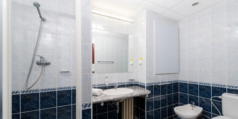 Superior Plus bathroom - Esplanade Ensana Health Spa Hotel