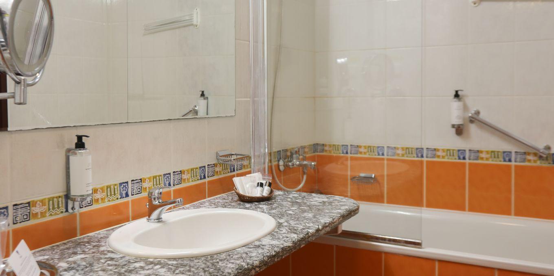 Superior suite bathroom - Esplanade Ensana Health Spa Hotel