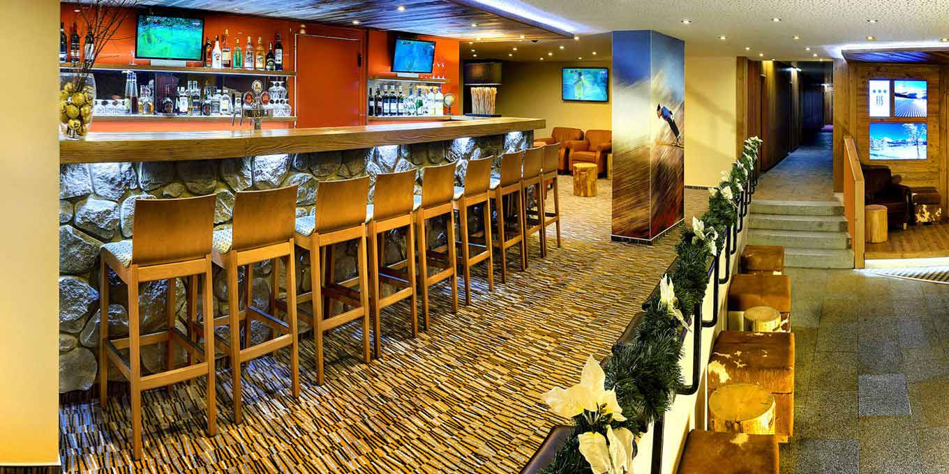 Cafe Bar - FIS Hotel