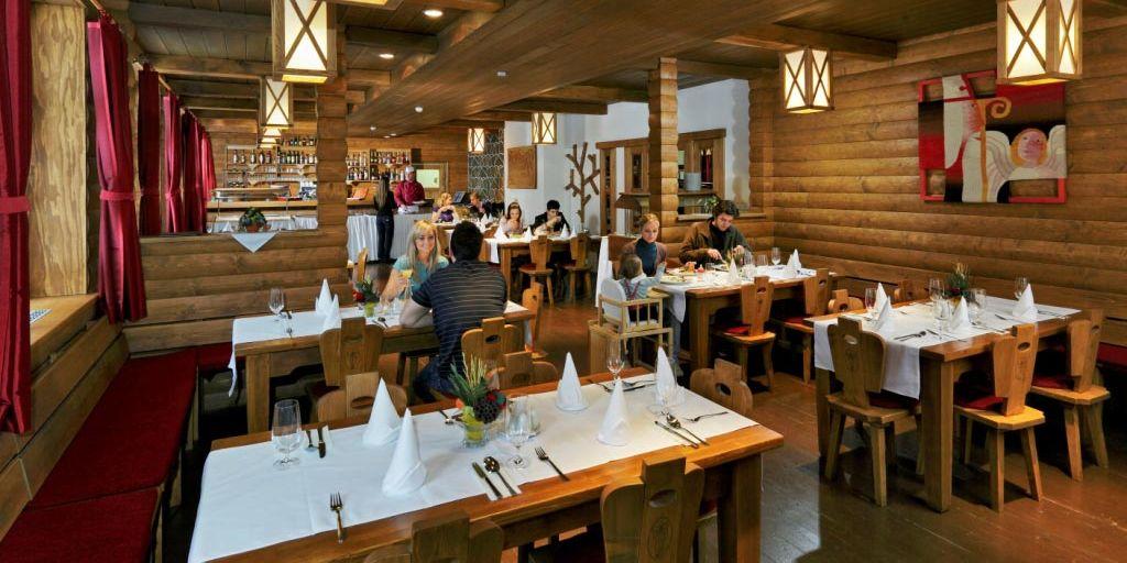 Restaurant - Отель Микулaшcкa Xaтa / Hotel Mikulasska Chata
