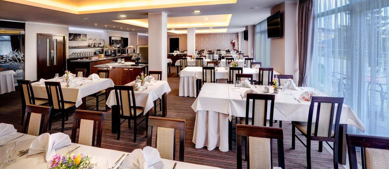 Restaurant - Отель Панорама Pecopт / Hotel Panorama Resort