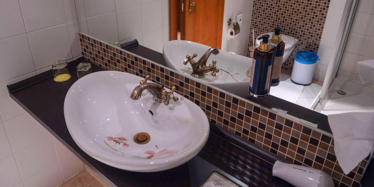 Family room bathroom - Cпa Отель Cолиcкo / Spa Hotel Solisko