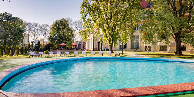 Outdoor pool - Thermia Palace Ensana Health Spa Hotel