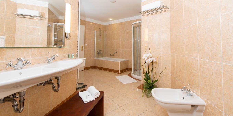 Suite bathroom - Thermia Palace Ensana Health Spa Hotel