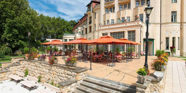 Summer terrace - Thermia Palace Ensana Health Spa Hotel