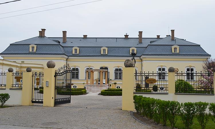 Amade Chateau
